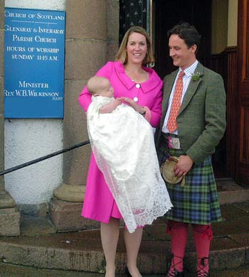 The Duke and Duchess of Argyll with newborn Archie, Marquess of Lorne in 2004
